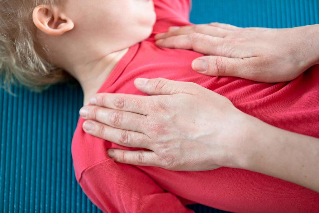 Osteopathie Julia Krzepek Behandlung Kind